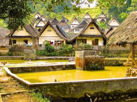 kampung naga wisata tasikmalaya