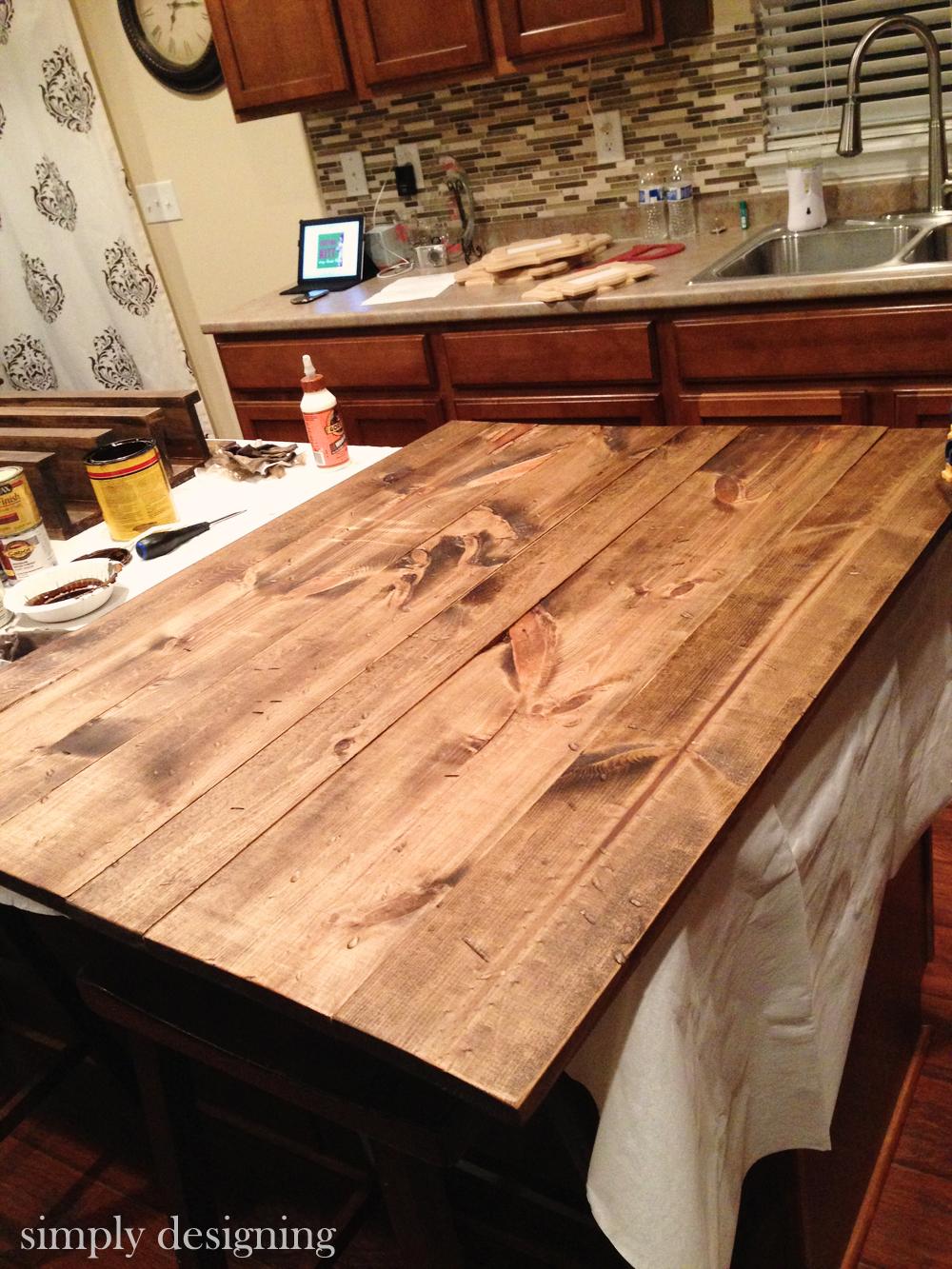 Stain a DIY Pallet Board | #diy #palletboard