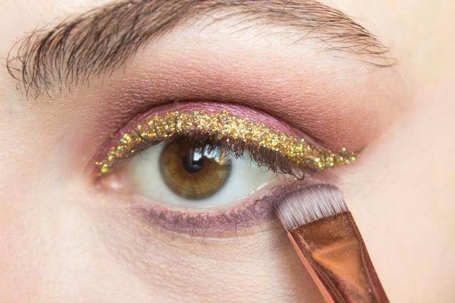 New year make-up 2018, step 8: shade fierce Tarte Tarteist PRO Eyeshadow Palette
