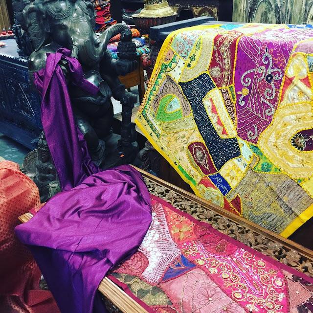 https://www.houzz.com/photos/tapestries/seller--era_chandok/p/36