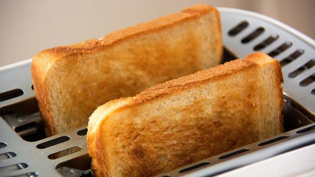 Científicos: Freír o tostar demasiado las patatas y el pan puede causar cáncer