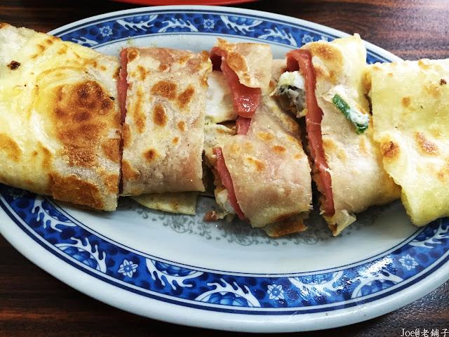 IMG 3861 - 【台中早餐】讓湯包一口咬下就爆漿的『老舖子』湯包,一早就充滿著排隊人潮,自製蛋餅更是一絕!!!@爆漿湯包@自製蛋餅@台中早餐