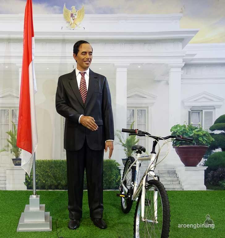 Jokowi de arca statue art museum yogyakarta