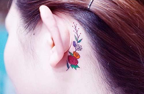 kulak arkası renkli çiçek dövmesi behind ear colorful flower tattoo