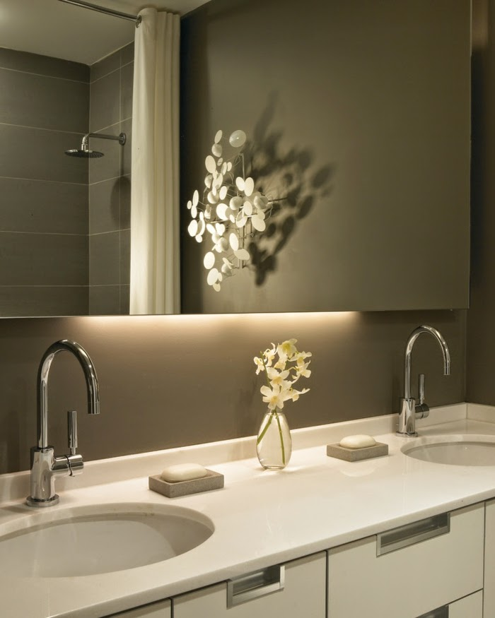 18 Stunning Master Bathroom Lighting Ideas: Beautiful Bathroom Mirror With Lights: Functional Accessories