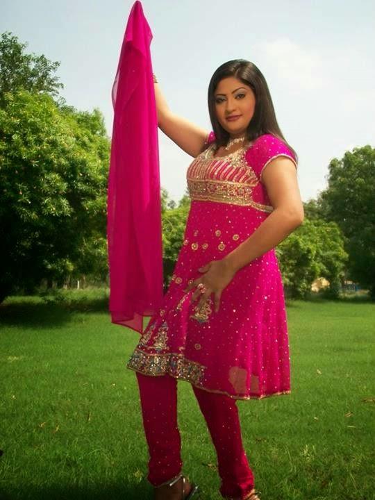 pakistani nanga dance