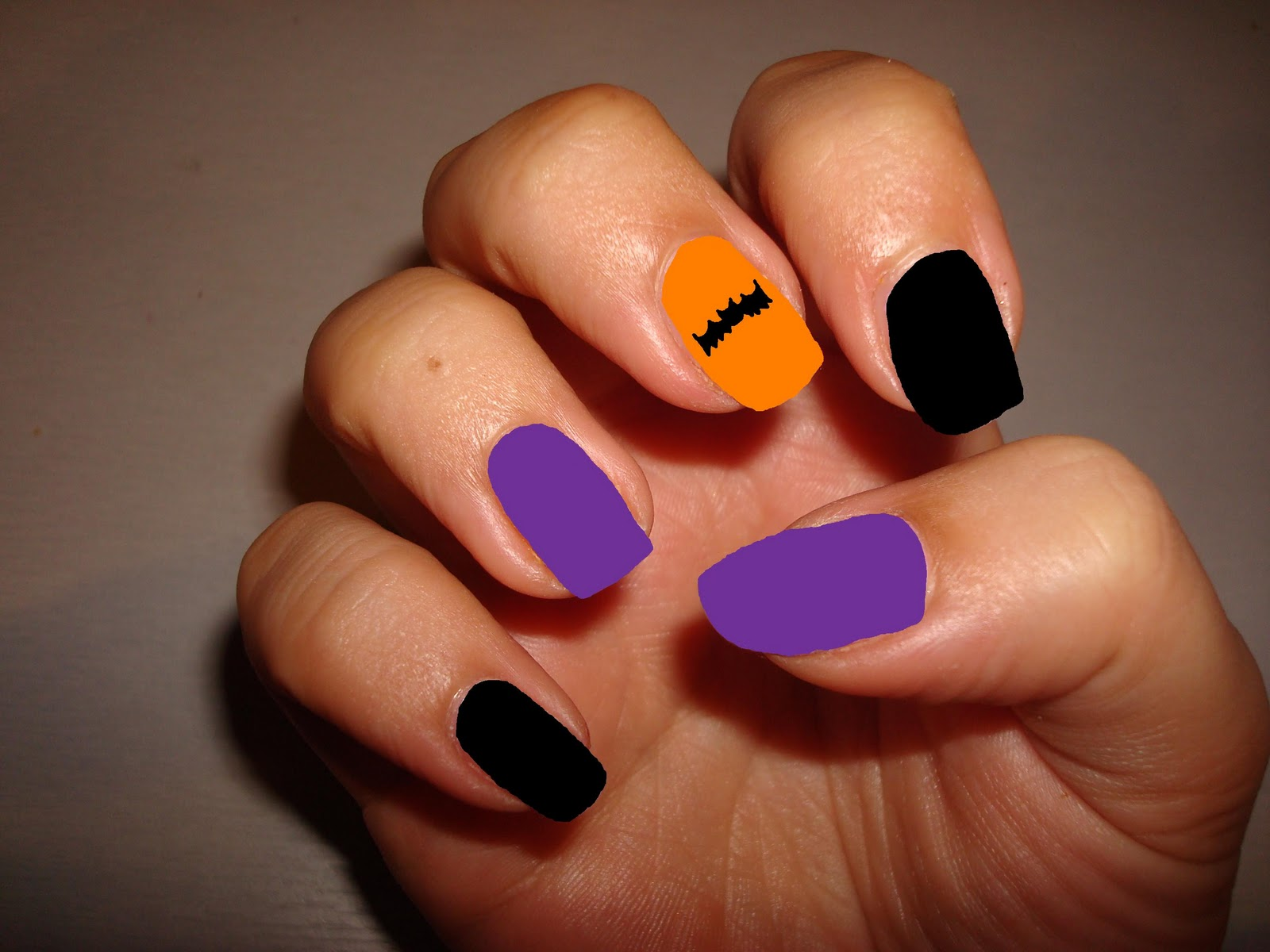 NOTD - halloween nail fail - flutter and sparkle nails ...