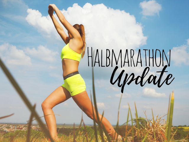 Frau trainiert hart für Halbmarathon