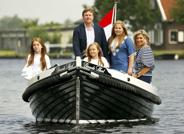 King Willem-Alexander, Queen Maxima, Crown Princess Amalia, Princess Alexia and Princess Ariane. wore dress style