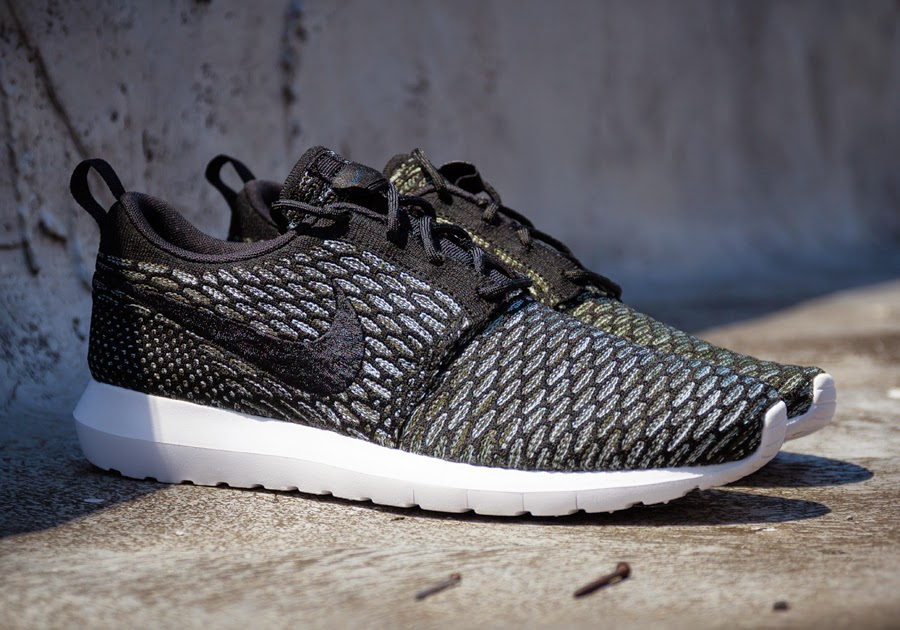 51dce6cf3a2d4 Similar Products NIKE ROSHE RUN FLYKNIT . ...
