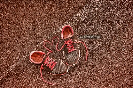 Sepatu Tanda Cinta
