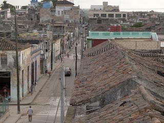 Kuba, Matanzas, Pueblo Viejo, Blick von der Dachterrasse in die Calle Santa Teresa.