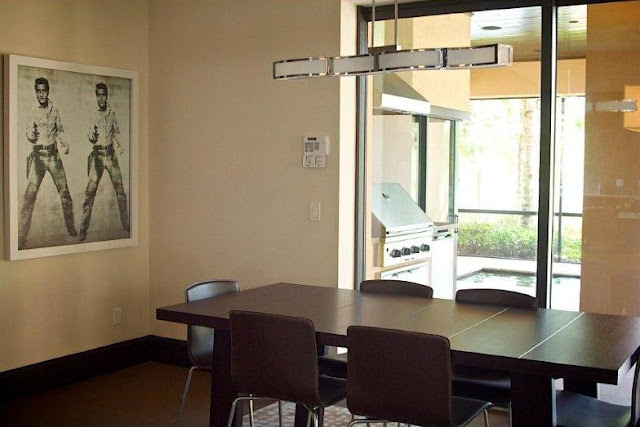 Picture of dining table in the dining room
