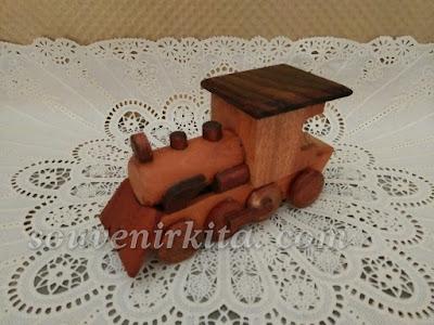souvenir miniatur loko