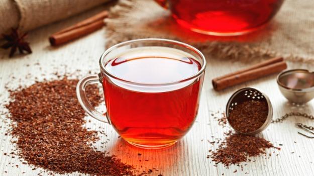 تحضير شاي طبيعي لعلاج آلام الدورة الشهرية