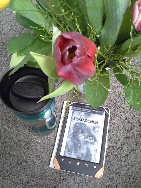Teamaker, Blumen, Buch, Ebookreader