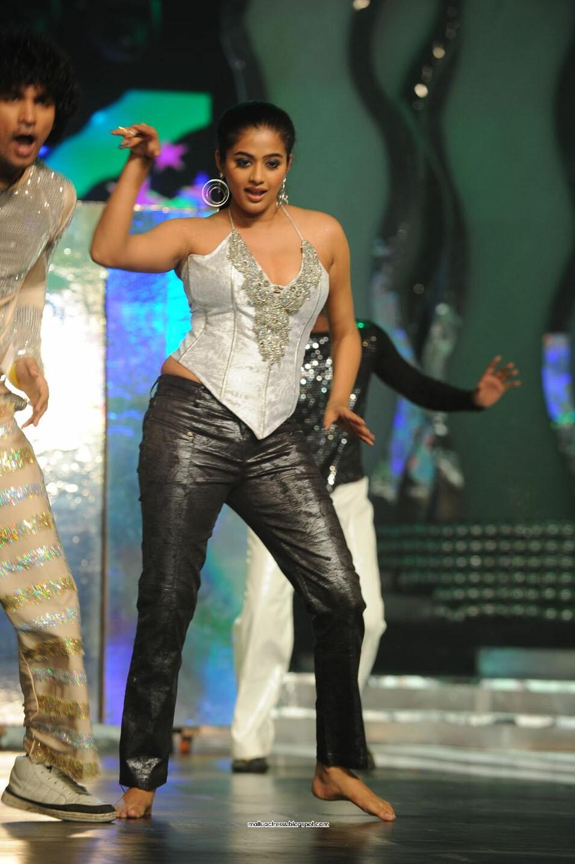 Malayalam Actress Priyamani Latest Hot Dance Stills-8910