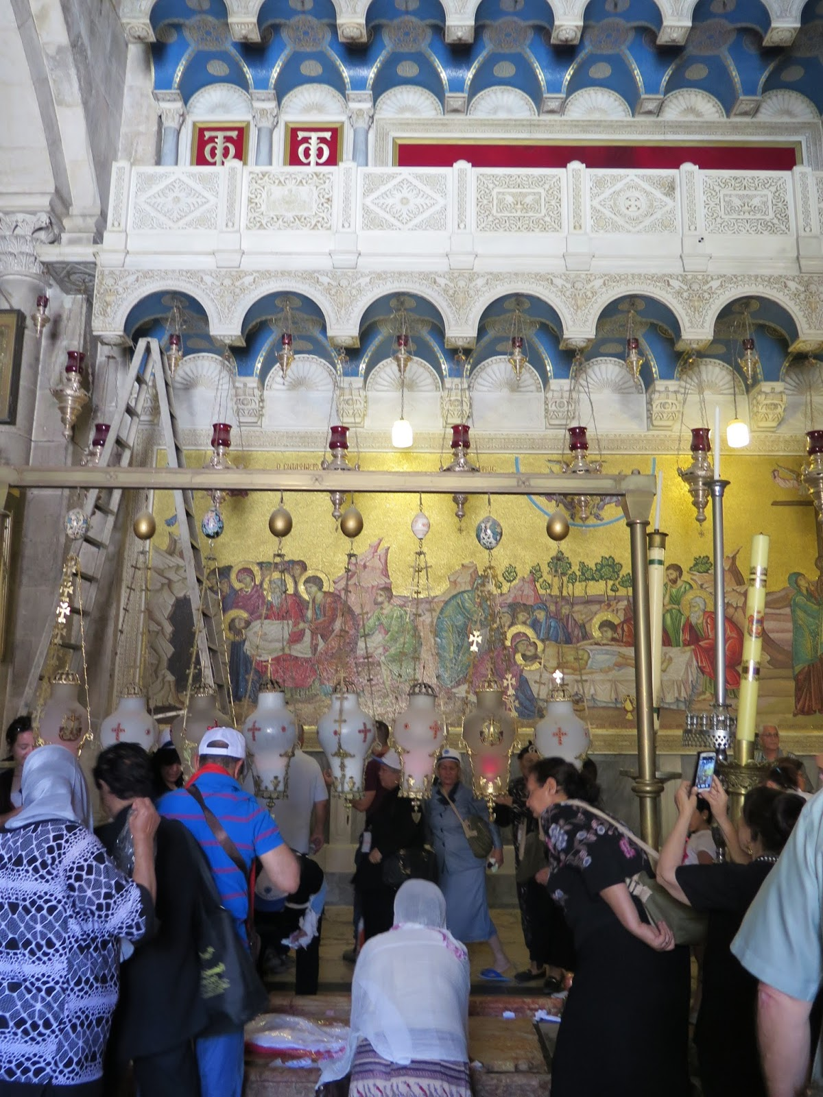 the holyoaks in the holy land church of the holy sepulchre