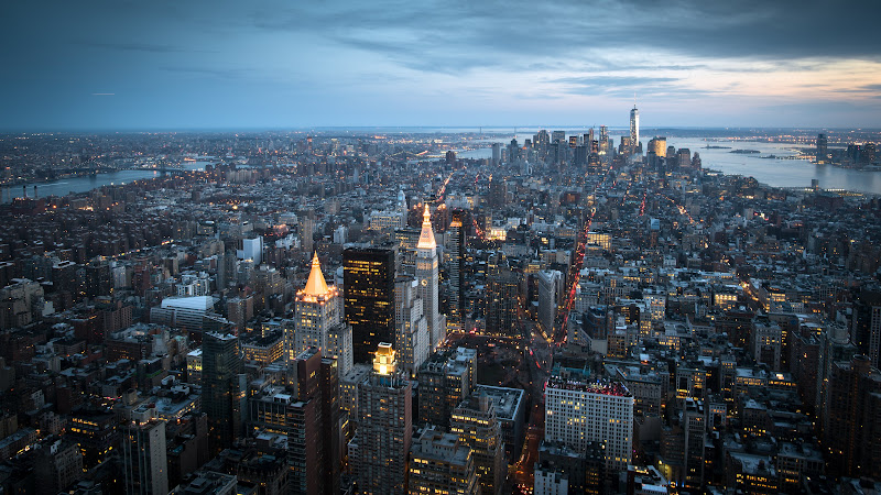 Looking at Manhattan from Empire State Building HD
