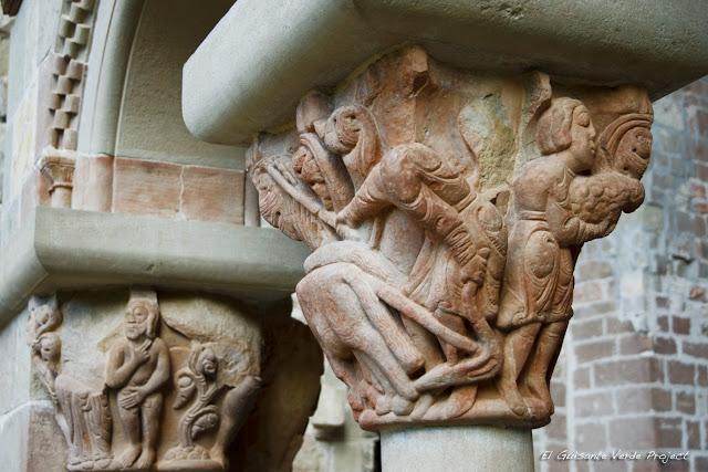 Monasterio de San Juan de la Peña, capiteles del Claustro, por El Guisante Verde Project