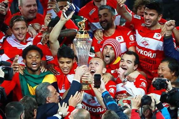 Spartak Moscow meraih trofi gelar juara 2016/2017