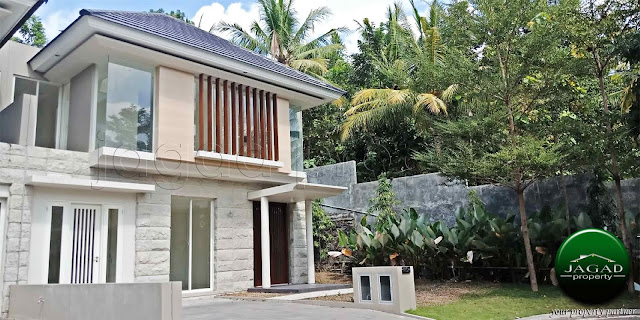 Rumah Mewah depan Waterpark dalam Perum Elit