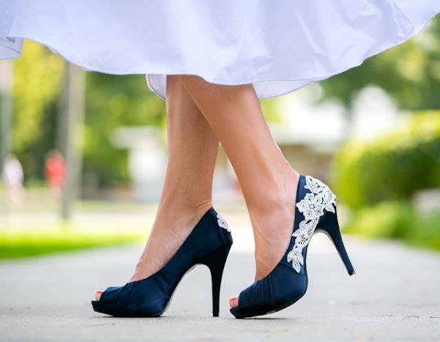 Schuhe Zu Dunkelblauem Kleid