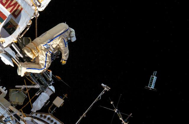 Russian Cosmonaut Chucks Mini Satellites Into Orbit With A Powerful Throw! Sun%252C%2Bmeteor%252C%2BUFO%252C%2BDominican%2BRepublic%252C%2BUFOs%252C%2Bsighting%252C%2Bsightings%252C%2Balien%252C%2Baliens%252C%2BET%252C%2Brainbow%252C%2Bboat%252C%2Bpool%252C%2B2018%252C%2Bnews%252C%2Btime%2Btravel%252C%2Blevetate%252C%2Bblur%252C%2Brosette%252C%2Bnasa%252C%2Bcloak%252C%2Binvisible%252C%2Bmars%252C123223