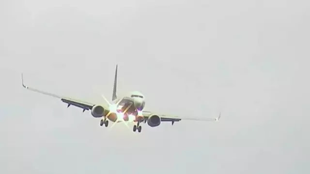 Ryanair Boeing 737-800 EI-DCL was landing at Manchester airport during Brian storm. (Source AIRLIVE)