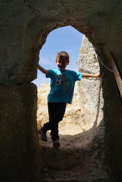 כניסה למערה בשילה