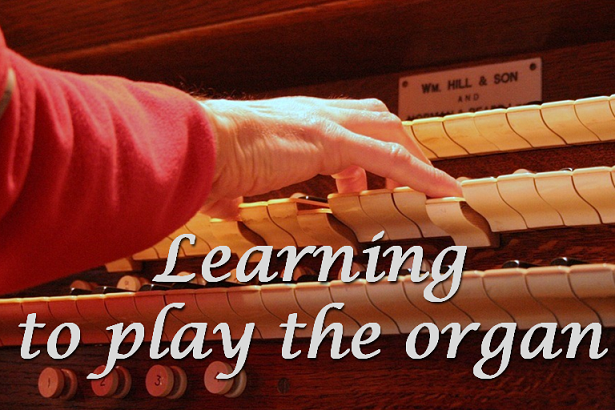 LiturgyTools net: Learning to play the organ