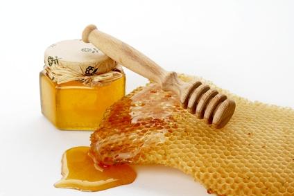 الإفراط في تناول العسل وعصير الفواكه يضر بالكبد
