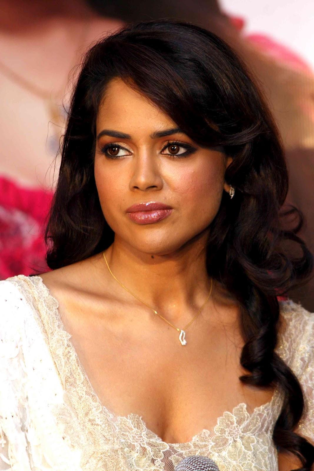 Hot actress pics: Sameera Reddy