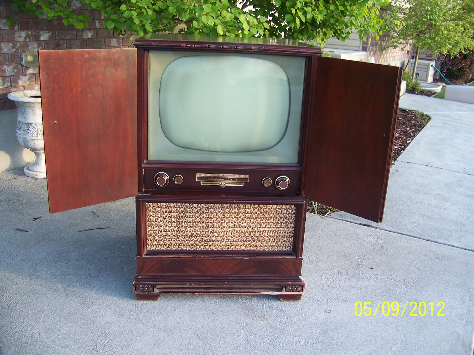 conant ball chair childrens desk and set sri lanka ~ annie's drab 2 fab ~: vintage philco tv cabinet