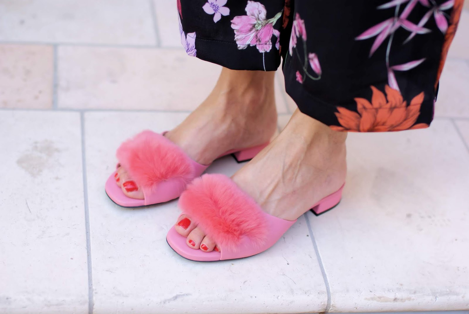 Loriblu pink furry slippers on Fashion and Cookies fashion blog, fashion blogger style