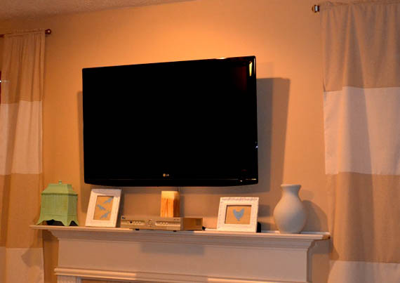 remodelaholic wall mount your flat screen tv for under 15 dollars. Black Bedroom Furniture Sets. Home Design Ideas