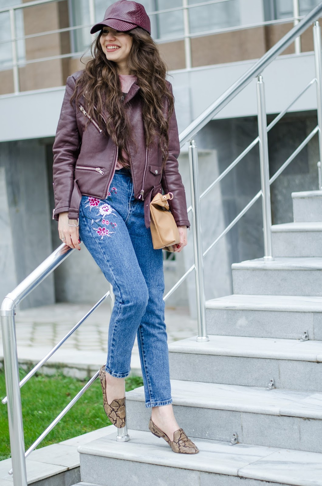fashion blogger diyorasnotes diyora beta jeans with embroidery pink shirt leather jacket zara slippers