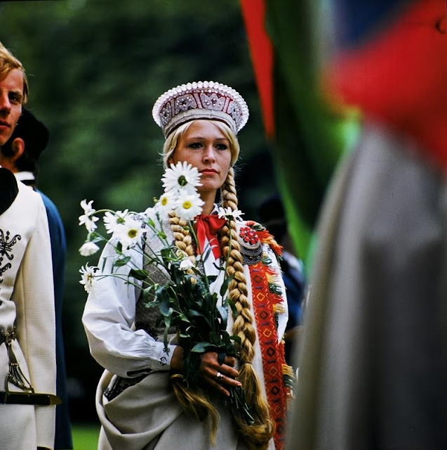 1973 год. Рига. Tautumeita Dziesmu svētkos (Дочь народа на Празднике песни) (Foto: Jānis Valters Ezeriņš, F64)
