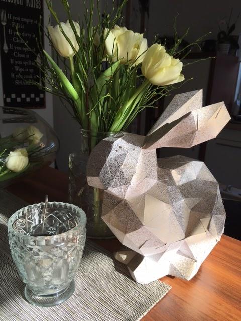 Unser kleiner Mikrokosmos: Osterdeko - Papier Osterhasen DIY