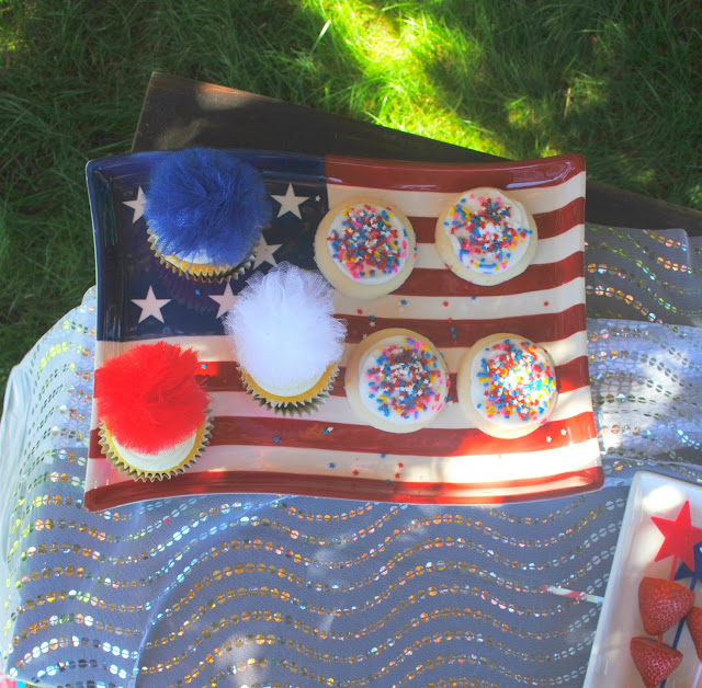 Serve up cookies and cupcakes at your 4th of July party.