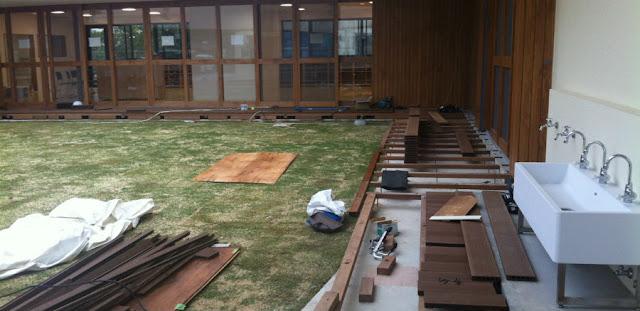 再生木デッキ施工中写真