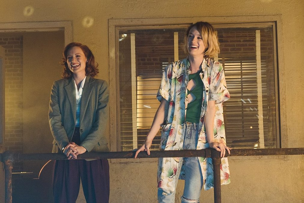 Kerry Bishé y Mackenzie Davis en Halt and Catch Fire