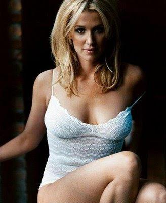 Topless Bikini Julia Montgomery  naked (69 images), Instagram, legs