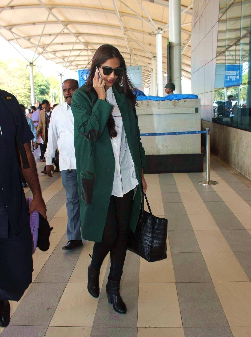 Sonam Kapoor Hot Photos At Airport  Indian Girls Villa -4839