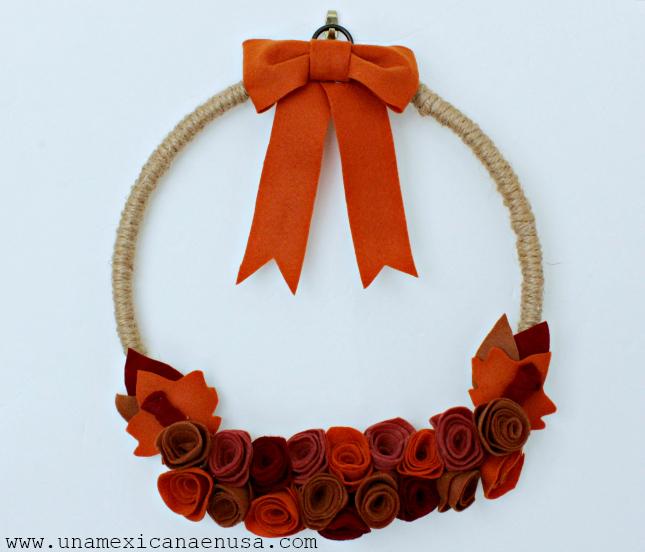 Corona Otoñal para la puerta con flores de fieltro by www.unamexicanaenusa.com