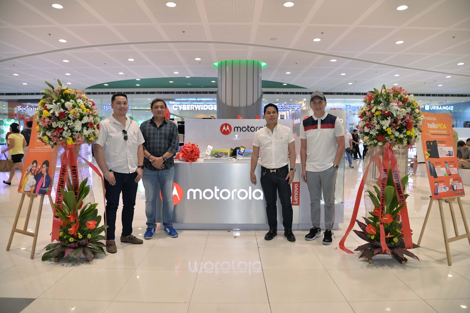 Motorola opens its new Motorola kiosk at SM MOA Cyberzone to better serve Filipino consumers in Southern Metro.