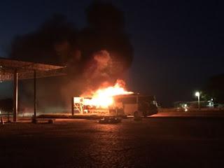 Ônibus que transporta universitários de Guarabira pega fogo na BR-230; Veja fotos e vídeo