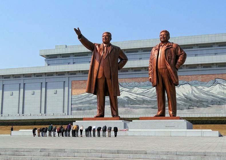 Monumento a los Líderes Supremos en la colina Mansu | Corea del Norte