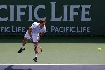 Gulbis menyervis ke David Nalbandian pada Pacific Life Open 2008.
