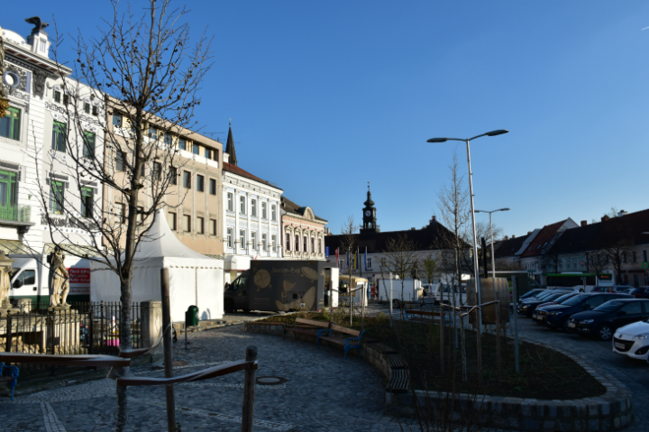 Hollabrunner Hauptplatz im März